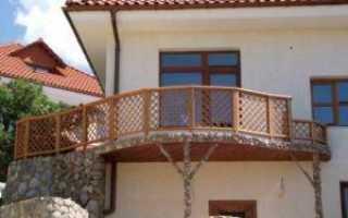 Деревянные перила для балкона