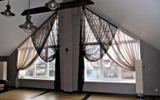 Шторы на скошенные окна в бревенчатом доме